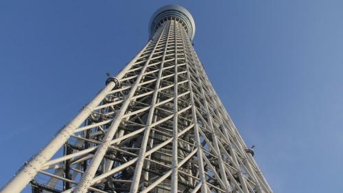 タワーの下から見上げる