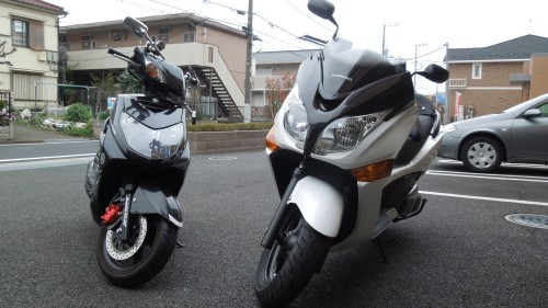 バイク2台体制(ヤマハ シグナスXとホンダ シルバーウイングGT400)