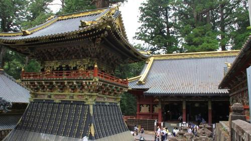 装飾が華やかな神社