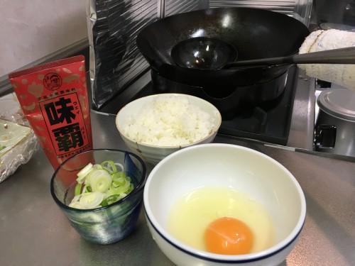 炒飯を作ってみます