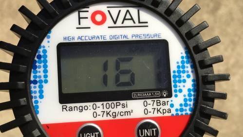 バイク(シグナスX)のタイヤ空気圧測定